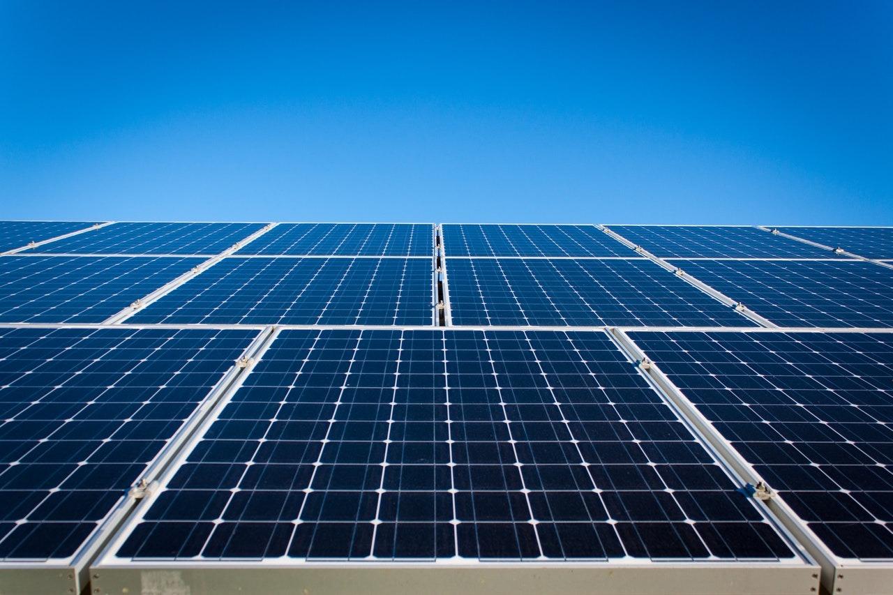 Eftersyn på solcelleanlæg