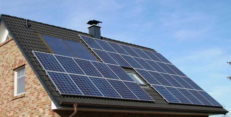 Serviceeftersyn på solcelle anlaeg